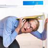 地震の際、身を守るための家具の固定法