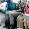 思わず二度見した、電車内で見かけた「変」な人「ビキニ姿のお姉さん」「全身赤タイツ」