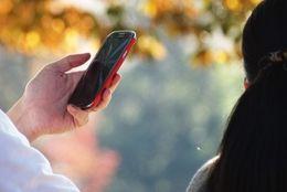 なんで残してるの? 過去の携帯電話を捨てられない理由「思い出にひたりたい」「目覚まし時計に」
