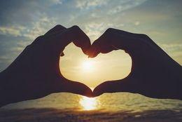大学時代の恋人と今でも続いてる? 8割以上が「別れた」 原因は……「結婚観の違い」「二股された」