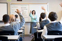 日本の先生は世界で一番働いているが、授業にかける時間は少ない事実