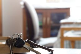 意外といいことばかり? 実家暮らし大学生あるある「親の車借り放題」「貯金額がハンパない」