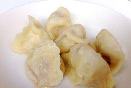 【神田ガード下グルメ】羊肉料理が楽しめる中華料理店『味坊』! お手頃なビオワインとラム肉で一杯いかが?