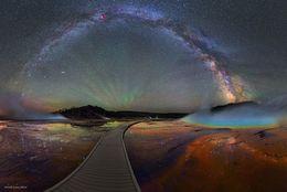色とりどりの銀河はこの世のものと思えない絶景! アメリカ・カンザス州で撮られた「究極の星空写真」