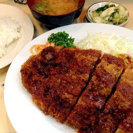 【デカ盛り】サクじゅわ~! 軽い食感と肉汁のうまみあふれる巨大メンチカツの大井町『キッチン ブルドック』