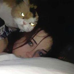 ニヤりとうすら笑うネコ?  まるで恐怖映画な殺意みなぎる顔のネコ9匹