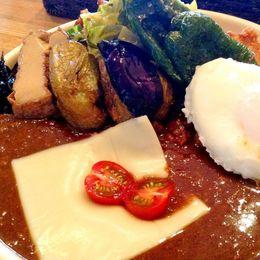 野菜ごろごろ! 見た目のにぎやかさと盛りのよさが人気。渋谷の超人気カレーショップ「カレーやさん LITTLE SHOP」