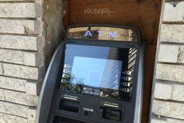 ちりも積もれば……6割以上の社会人が「ATMで手数料かかる」ときは絶対に使わない!