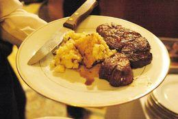 サーロイン、フィレ、Tボーン……いろいろあるステーキの違いってなに?