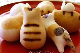 ネコケーキに、ネコドラ焼き、ネコドーナツ……かわいすぎて食べれないネコスイーツ6選