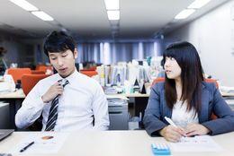 さりげないアピールが効果的! 職場の片思いを成就させる方法6つ