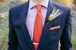 夏の結婚式はジャケット必須? 二次会に招待された場合の男性の服装マナー