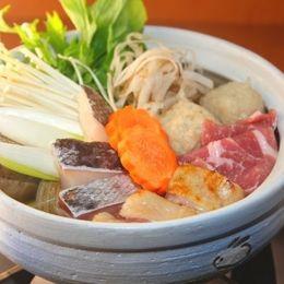 意外にいける! お鍋に入れると美味しい変わり種食材9選「トマト:西洋風に」「チーかま:まろやかな味わい」