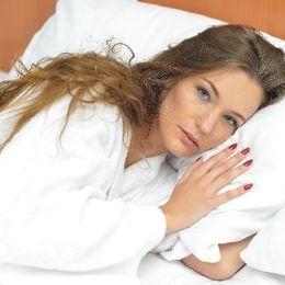 ついつい夜更かし。寝る前にどうしてもやってしまうクセ&習慣は? 「無料マンガを1日1話」「まとめサイトを巡回」