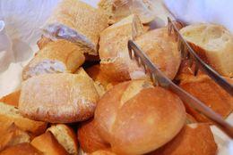 焼きそばパンにクリームパン……日本で工夫された惣菜パン&菓子パンのルーツは?