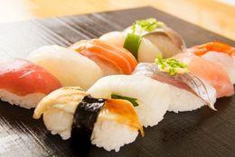 食べてみたい?! 全国各地の「ご当地回転寿司」変わりネタ8選「フォアグラ握り」「抹茶アイス軍艦」