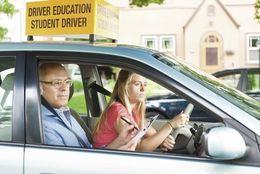 運転免許をとるなら通学と免許合宿、どちらがいいの?