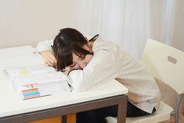 朝は眠いけど……現役大学生の「1限取得率」は何%? 1限の単位を落としたことがある人は?