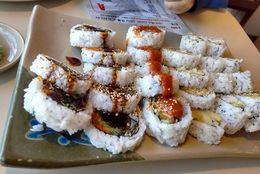 「ヤクザスシバー」「もしもし」なんの店!? と驚く海外にあるヘンな寿司屋の名前7選