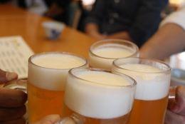 味がわかるのはまだ先? 6割以上の大学生が「ビールおいしくない」と回答! 「苦すぎ」「後味が悪い」