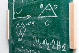 理系学生に聞いた! 「自分、やっぱり理系だな」と思うとき「スタバに実験器具」「理屈っぽい」