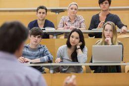 こんなことまで?! 大学生が本当にやっている「単位ゲット」のための作戦5つ「毎回最前列の席で受講」「媚びを売りまくり」