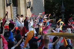 街全体を感動の渦に巻き込む! 早稲田大学「フラッシュモ部」のパフォーマンスがすごい
