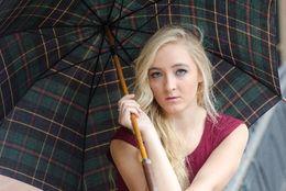 意外とこだわりある? ビニール傘とビニール以外の傘、大学生はどっちを使ってる?