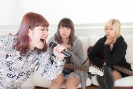 カラオケで歌える、アニオタだとバレないアニソン30選 非オタクとのカラオケでもOK!【学生記者】