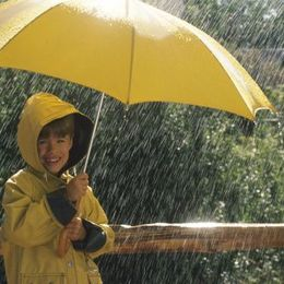 ジメジメした日はこれ! 大学生が選ぶ「雨ソング」5選「レイン(シド)」「傘クラゲ(レミオロメン)」