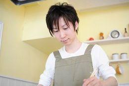 ぶっちゃけ、女子より自分のほうが料理がうまいと思う男子大学生は約2割!