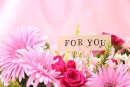 ぶっちゃけ、プレゼントに花束はいらないと思う女子大生は約◯割! 「すぐに枯れて捨てる」