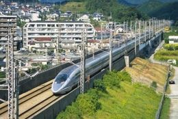 【国内旅行】移動手段に新幹線を使うメリット・デメリットは?【学生記者】