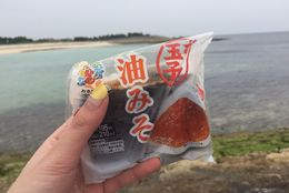 【検証】沖縄のコンビニはおにぎりを温めてくれるってホント? 沖縄コンビニ巡りして試してみた!