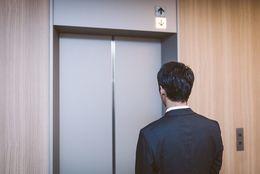 エレベーターでされるとイヤなこと5つ! 大学生に聞いてみた