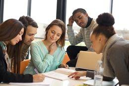 奨学金、すでに返せるのか不安になっている大学生は約◯割!