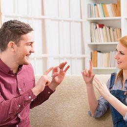 コミュニケーション力が磨かれる! 大学生から手話を勉強するメリット【学生記者】