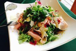 サラダに入っているとうれしい野菜以外の食材ランキング! 3位チーズ