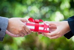 センスが問われる!? 女子大生の1割以上がクリスマスプレゼントでドン引きした経験あり!