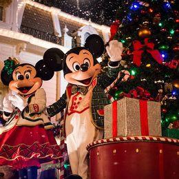 【ホリデーシーズン限定グッズを7名様にプレゼント!】クリスマスはアメリカのディズニーリゾートで聖なる夜を