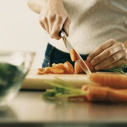 外食・コンビニばかりはNG! 先輩学生が教える、一人暮らし大学生が自炊をするべき31の理由