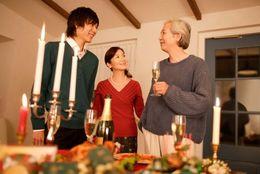 恋人と過ごす人ばかりじゃない! クリスマスを家族と一緒に過ごす大学生は約5割