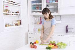 美人で料理下手or普通だけど料理上手、男子大学生の4割が「付き合いたい」と思う女子はどっち?