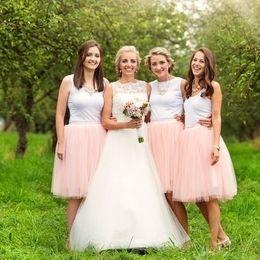 お呼ばれしたら要注意! 結婚式でマナー違反になる女性パーティードレスの色・形5選