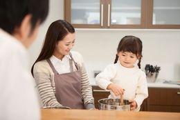 父親と母親どっちと仲良し? なんと女子の9割以上、男子の7割以上が母親派……