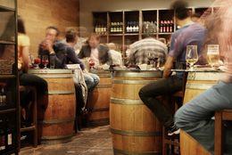 ぼっち行動はハードル高し?! お店で「一人飲み」したことがある男子大学生は約◯割!