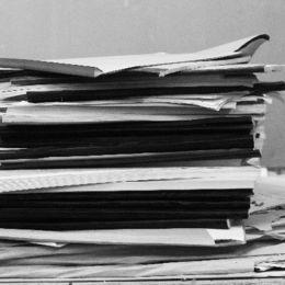 年末の大掃除! 前期の教科書やプリントは捨てちゃう? 大学生の約6割は……
