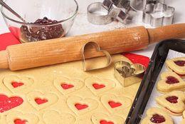 バレンタインにあげるなら調査が必要? 正直手作りのお菓子は食べられないという男子は2割以上も!