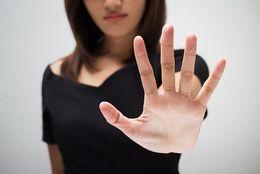 「ごめん避け」ってどういう意味? 付き合いたくない男子をごめん避けする方法8選
