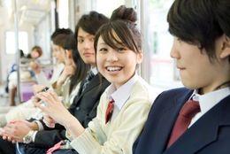 究極の選択!  女子の制服はブレザーorセーラー、どっちが好き?